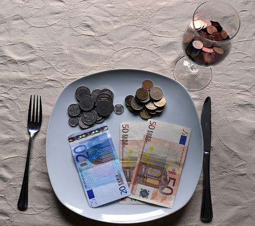 Деньги в Тарелке